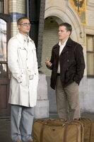 Helfen Danny Ocean, seinen schier undurchführbaren Plan umzusetzen: Rusty (Brad Pitt, l.) und Linus (Matt Damon, r.) ...