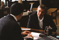 Plant mit seinen Leuten den schier unmögliches Ding: Danny Ocean (George Clooney, r.) ...