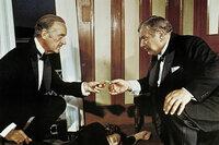 Tod auf dem Nil David Niven als Colonel Race, Peter Ustinov als Hercule Poirot SRF/Studiocanal