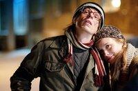Gundermann (Alexander Scheer) und Conny (Anna Unterberger) verlieben sich ineinander.
