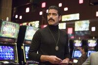 Hat einen genialen Plan und eine perfekte Verkleidung, um nicht nur einen, sondern gleich zwei fiese Kerle schachmatt zu setzen: Danny Ocean (George Clooney) ...