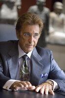 Hat einen von den Ocean's 13 mächtig übers Ohr gehauen und wird nun wohl oder übel dafür büßen müssen: Casinobesitzer Willy Bank (Al Pacino) ...