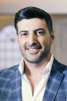 Moderator Sükrü Pehlivan steht jedem Verkäufer zur Seite, wenn es darum geht, die beste Verhandlungstaktik und einen angemessenen Preis für das jeweilige Exponat heraus zu schlagen.