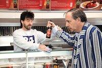 Das wirklich wahre Leben in der Eppendorfer Grillstation mit Dittsche (Olli Dittrich, r) und Wirt Ingo (Jon Flemming)