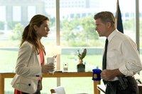 Eigentlich will FBI Leiter Collins (Treat Williams, r.) Gracie (Sandra Bullock, l.) nur schützen und hält sie deshalb aus dem Fall raus. Wieder einmal muss sie also beweisen, dass ihr Aussehen nichts über ihre Fähigkeiten aussagt ...