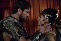 Set (Gerard Butler) und Hathor (Elodie Yung)