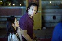 Als sich der abgebrühte Profikiller Joe (Nicolas Cage, r.) in Bangkok in eine taubstumme Apothekengehilfin (Charlie Yeung, l.) verliebt, wird aus dem Jäger ein Gejagter ...