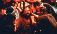 Mendoza (Robert De Niro, Mitte); Gabriel (Jeremy Irons, r.)