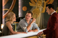 "Passengers Jennifer Lawrence als Aurora Lane, Chris Pratt als Jim Preston, Michael Sheen als ""Arthur"" SRF/2016 Columbia Pictures Industries, Inc."