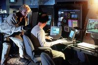 Ohne den Top-Computerhacker Earl Leedy (Michael Jeter, r.) kann Ty Moncrief (Gary Busey, l.) seinen großen Coup nicht landen ...