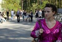 Hat Probleme damit, dass ihr Vater in den Schuldienst gewechselt hat: Marla (Nina Gummich) ...