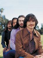 Die Newcomerband Stillwater (v.l.n.r.: John Fedevich, Mark Kozelek, Jason Lee, Billy Crudup) begibt sich auf eine Amerikatour - mit dabei ist der 15-jährige Rockmusikfan William ...