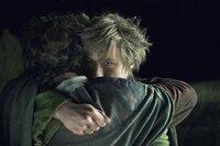 Als der Meister Tonda (Daniel Brühl, l.) zum tödlichen Wettstreit herausfordert, ahnt Krabat (David Kross, r.), dass sein engster Freund dies nicht überleben wird. Von da an schmiedet er Pläne, der zerstörerischen Macht der Schwarzen Magie zu entkommen ...
