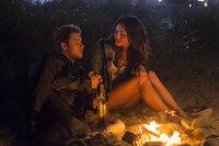 Als sich die beiden Rich-Kids Kyle (Jeremy Sumpter, l.) und Amy (Phoebe Tonkin, r.) das erste Mal treffen, ahnen sie nicht, dass sie sich schon bald in einem Kampf um Leben und Tod wiederfinden werden ...