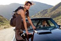 Gemeinsam sind sie umschlagbar: Letty (Michelle Rodriguez, l.) und Dom (Vin Diesel, r.) ...