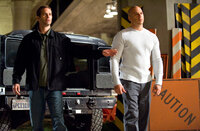 Bei seinen Ermittlungen zu einem Drogenboss trifft Brian (Paul Walker, l.) seinen alten Kumpel Dom (Vin Diesel, r.) wieder und muss gezwungenermaßen mit ihm zusammenarbeiten ...