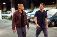 Während Brian (Paul Walker, r.) den Drogenboss Braga hochgehenlassen will, sucht Dom (Vin Diesel, l.) nach Rache für den Mord an Letty ...