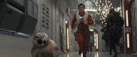 BB-8 (l.); Poe Dameron (Oscar Isaac, r.)