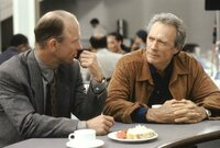 Seth Frank (Ed Harris, l.); Luther Whitney (Clint Eastwood, r.)