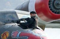 Lee Christmas (Jason Statham) weiß mit Waffen umzugehen.