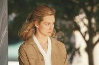 Kate Whitney (Laura Linney)