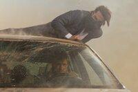 In einem heftigen Sandsturm mitten in Dubai kämpft Ethan (Tom Cruise, oben) um Leben und Tod. Sein Feind Wistrom (Samuli Edelmann, unten) darf auf keinen Fall entkommen - sonst wird die drohende atomare Katastrophe keiner  mehr aufhalten können ...
