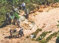 Im dänischen Skive wird 1995 der achtjährige Dennis R. tot aufgefunden. Ein Opfer des Maskenmanns.