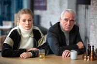 Alidor Van Praet (Gene Bervoets) und Ada (Ella-June Henrard) ahnen, wie schwierig es wird, ihren Plan: einen Goldraub, durchzusetzen.