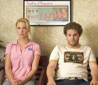 Ben (Seth Rogen, r.) und  Amy (Katherine Heigl, l.)