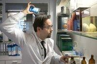 Sein Haar am Hinterkopf wird licht? Professor Karl-Friedrich Boerne (Jan Josef Liefers) versucht, die Stelle per Kamera unter die Lupe zu nehmen.