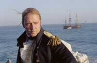 """April 1805: Vor der Nordküste Brasiliens liegt das englische Kriegsschiff """"HMS Surprise"""" mit 197 Mann Besatzung und 28 Kanonen an Bord. Kapitän Jack Aubrey (Russell Crowe) will es mit dem gefürchteten Kaperschiff """"Acheron"""" aufnehmen. Ein lebensgefährliches Unterfangen beginnt ..."""