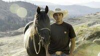 Oliver Pakootas mit einem seiner Pferde im Colville-Indianerreservat in Washington.
