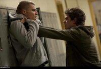 L-R: Flash Thompson (Chris Zylka) und Peter Parker (Andrew Garfield)