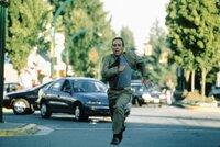 Voller Verzweiflung versucht Bewährungshelfer Travis (Tommy Lee Jones), seine von Rachegelüsten getriebene Klientin von einer unbedachten Tat abzuhalten ...
