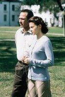 Gemeinsam machen sich Bewährungshelfer Travis (Tommy Lee Jones, l.) und die unschuldige Libby (Ashley Judd, r.) auf die Suche nach dem kleinen Matt ...