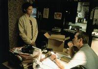 Erst als die unschuldig verurteilte Libby (Ashley Judd, l.) Unterstützung durch ihren Bewährungshelfer Travis (Tommy Lee Jones, r.) erhält, kommt sie einem infamen Komplott auf die Spur ...