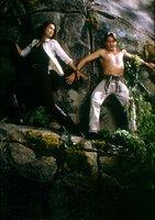 L-R: Sydney Fox (Tia Carrere) und Nigel Bailey (Christien Anholt)