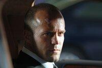 Frank Martin (Jason Statham), Spezialist für den Transport geheimer oder auch brisanter Waren, tritt einen Vertretungsjob als Fahrer der reichen Familie Billings in Miami Beach an.