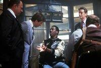 Superbulle Axel Foley (Eddie Murphy, M.) ermittelt entgegen alle Vorschriften im fremden Revier von Beverly Hills ...
