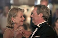 Helga (Jutta Speidel) tanzt mit ihrem Verehrer Lothar (Hansi Kraus).