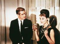 George Peppard (Paul Varjak), Audrey Hepburn (Holly Golightly).