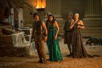 (v.l.): Jason (Jack Donnelly),  Herkules (Mark Addy), Ariadne (Aiysha Hart), Pythagoras (Robert Emms) und Kassandra (Anya Taylor-Joy)