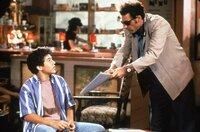 Michael Richards als Cosmo Kramer und ein Junge.
