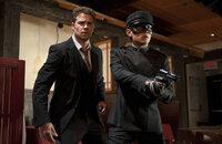 """Als """"The Green Hornet"""" nehmen sich Britt (Seth Rogen, l.) und Kato (Jay Chou, r.) der fiesesten Verbrecher von L.A. an ..."""