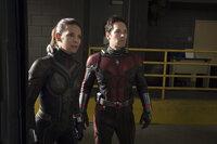 Hope Van Dyne / Wasp (Evangeline Lilly, l.); Scott Lang / Ant-Man (Paul Rudd, r.)