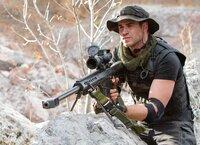 Auch Billy the Kid (Liam Hemsworth) ist ganz neu in der Söldnertruppe von Barney Ross und bereit, für die Rettung der Welt vor einer Atomkatastrophe alles zu geben, auch sein eigenes Leben ...