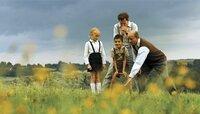 (v.l.n.r.): Erich (Jürgen Vogel), Robert (Ilyes Moutaoukkil), Herr Werner (Steffen Wink) und Laura (Marie Becker)