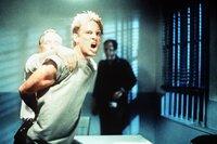 Kyle (Michael Biehn) kommt aus der Zukunft, um Leben zu retten, bekommt aber erst mal Ärger.
