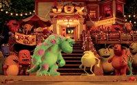 """""""Die Monster Uni"""", Extrem witzige, hervorragend animierte Vorgeschichte der sympathischen 'Monster AG'-Stars aus dem Hause PIXAR. Kaum haben Mike und Sulley ihr Studium der Schreckwissenschaften begonnen, werden sie von der Dekanin aus dem Kurs geworfen. Jetzt müssen sich die beiden Streithähne erst zusammenraufen, um als beste Schrecker die Schreckspiele für sich zu entscheiden! Grandios turbulenter Spaß für die gesamte Familie!Glupschauge Mike Glotzkowski darf endlich an der Monster Uni die Kunst des Erschreckens erlernen. Bei seinen Kommilitonen kommt er aber gar nicht gut an. Besonders Plüschriese James P. Sullivan ist ihm ein Dorn im Auge. Der coole Angebertyp kann Streber Mike nämlich überhaupt nicht leiden. Als den erbitterten Rivalen bei der Prüfung ein Missgeschick passiert, werden sie von Dekanin Hardscrable kurzerhand des Schreckologie-Kurses verwiesen. Nun bleibt Mike und Sulley nur noch eine Chance: In einem Team mit vier weiteren Knuddel-Monstern müssen sie bei den Schreckspielen beweisen, die Besten zu sein!  SENDUNG: ORF eins - FR - 25.12.2020 - 09:45 UHR. - Veroeffentlichung fuer Pressezwecke honorarfrei ausschliesslich im Zusammenhang mit oben genannter Sendung oder Veranstaltung des ORF bei Urhebernennung."""