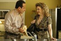 Sharona (Bitty Schram) taucht überraschend bei Monk (Tony Shalhoub), ihrem ehemaligen Arbeitgeber auf.